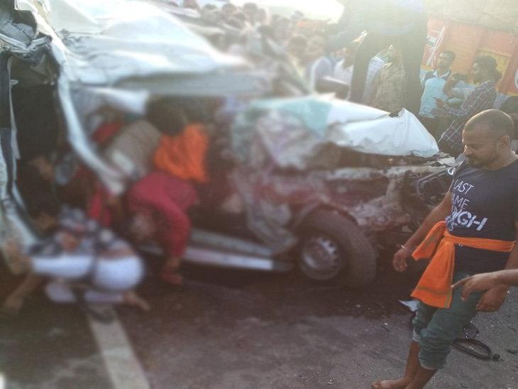 छत्तीसगढ़ /बस को ओवरटेक कर रही स्कॉर्पियो ट्रक से भिड़ी, एक परिवार के 10 लोगों की मौत