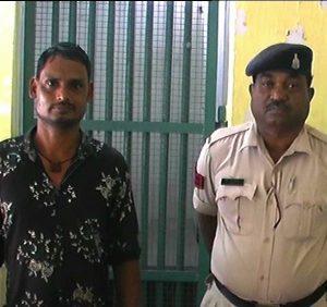 बिल्हा थाना प्रभारी ने अवैध कच्ची महुआ शराब तस्करों के खिलाफ आबकारी एक्ट के तहत की कार्यवाही। 2 आरोपी गिरफ्तार।