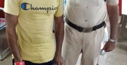 मोपका में अवैध महुआ शराब बिक्री पर सरकंडा पुलिस ने की कार्यवाही एक आरोपी गिरफ्तार।